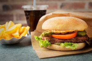 Swing-Kitchen-Menü: Burger, Pommes, Cola