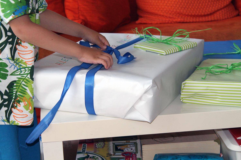 Geschenke mit personalisiertem Geschenkpapier