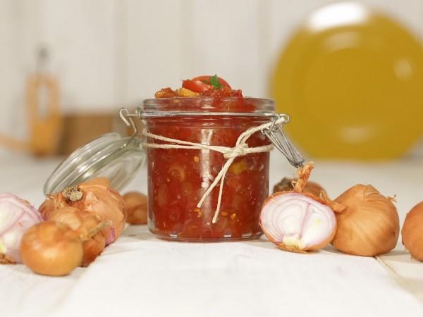 Fruchtiges Schalotten-Tomatenchutney. Foto: Jochen Russmann
