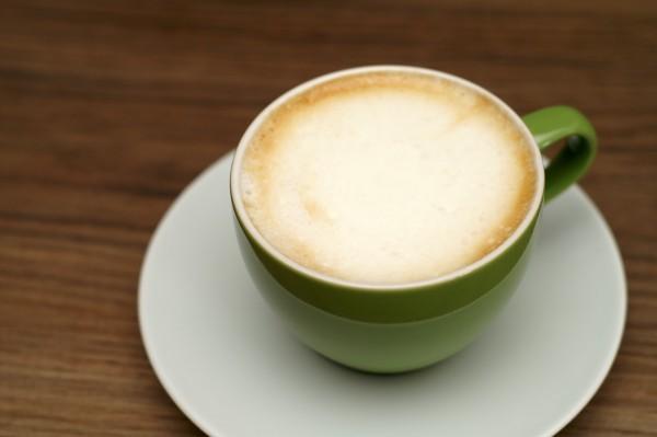 Kaffee mit aufgeschäumter Lupinenmilch. Foto: Stephan Palecek