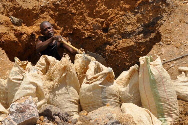 Artisanal mining: Kupferabbau in der DR Kongo. Foto: Fairphone, CC BY-NC-SA 4.0 via FlickR