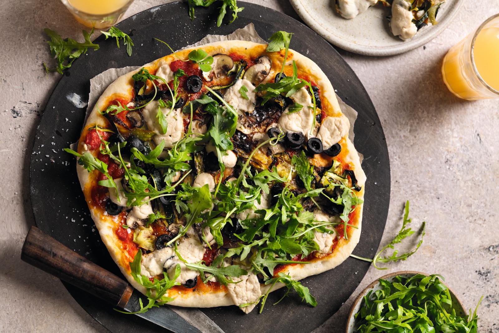 Vegane Pizza mit Cashew-Käse