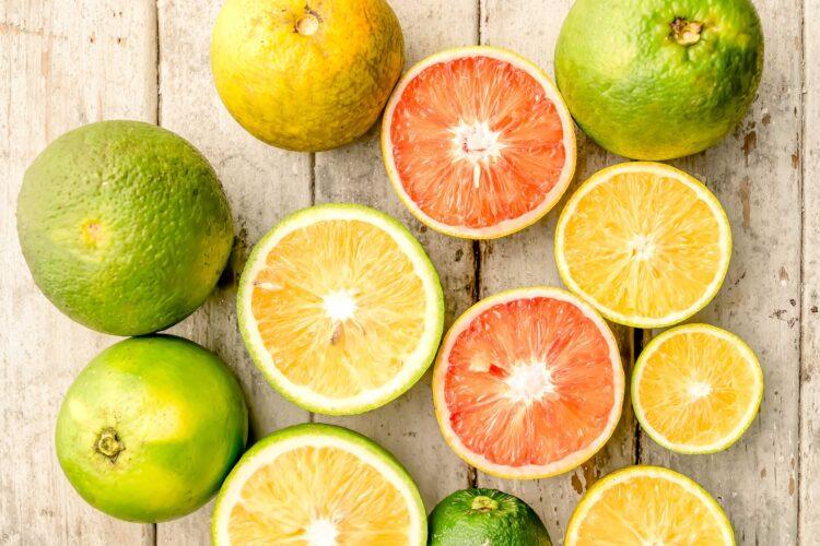 Zitrusfrüchte (Orangen, Zitronen, Limetten)